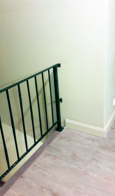 Перила черного цвета для лестницы