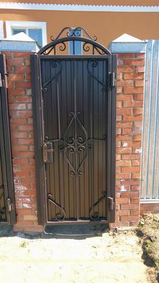 Ворота с декоративными элементами из профильной трубы 15х15