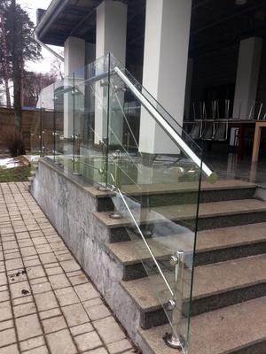 Ограждения из нержавеющей стали и стекла
