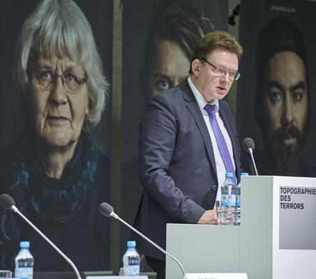 Bildrechte: Jürgen Kramer: Andreas Hollstein, Bürgermeister von Altena/Westfalen, Protagonist des Buchs, liest aus seinem Buchbeitrag vor