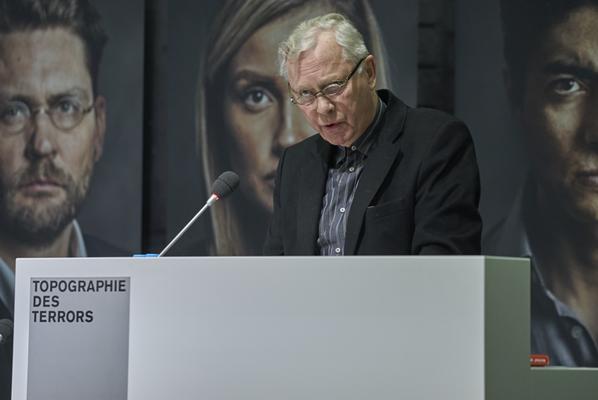 """Bildrechte: Jürgen Kramer: Uwe-Karsten Heye, Vorsitzender des Vereins """"Gesicht Zeigen!"""", Herausgeber des Buchs, beschreibt, warum es zu diesem Buch kommen musste"""