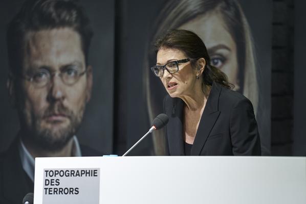 Bildrechte: Jürgen Kramer: Iris Berben, Schauspielerin, Unterstützerin des Projekts, liest aus dem Buchbeitrag von Mosche Dagan vor