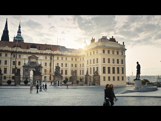 """""""Die Diplomatin - Jagd durch Prag"""" (© Max Knauer)"""