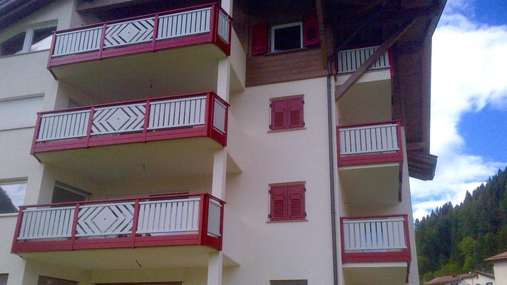 Balconi E Parapetti In Alluminio Balconi Alluminio Tinta Legno
