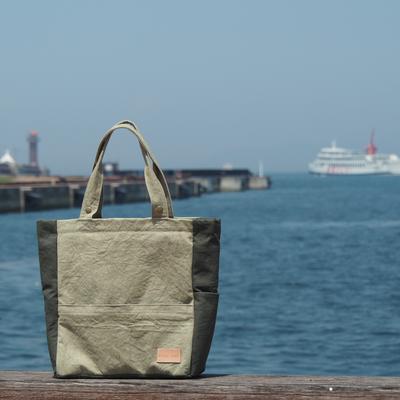 瀬戸内海とオリーブ帆布バッグ