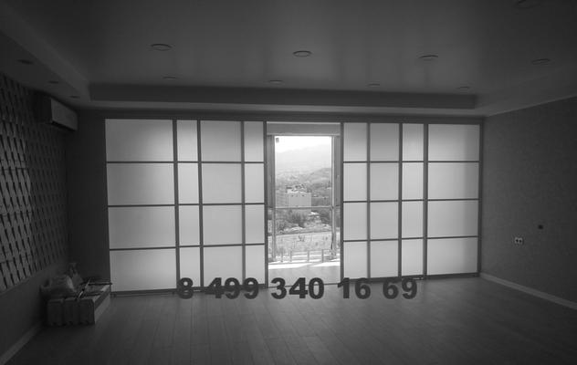 раздвижная перегородка между гостиной и балконом