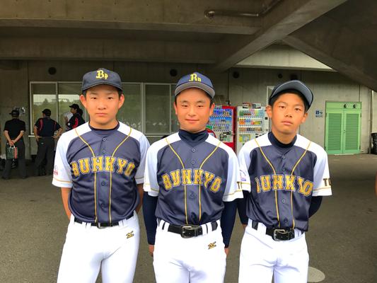 右からユウゴ(坂東)・マサ(西東京)・ケンタ(坂東)。1年生大会からいっしょにプレーしていたメンバー。