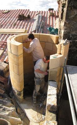 Restitution d'une tour d'escalier en pierres de Mauzens et de Saint-Maximin, Château de Blauzac, Gard