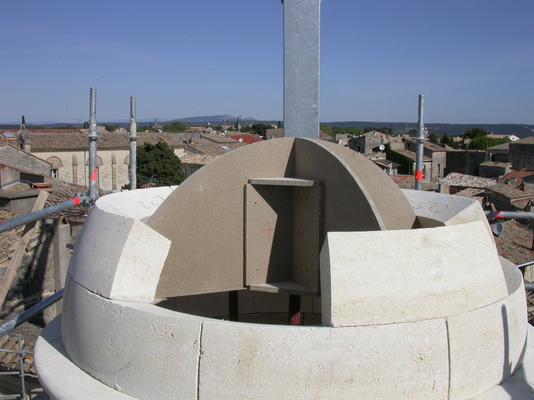 Restitution d'une tour d'escalier à dôme et du haut d'une tour octogonale crénelée en pierre de Beau lieu, Hôtel de la Monnaie, Uzès, Gard