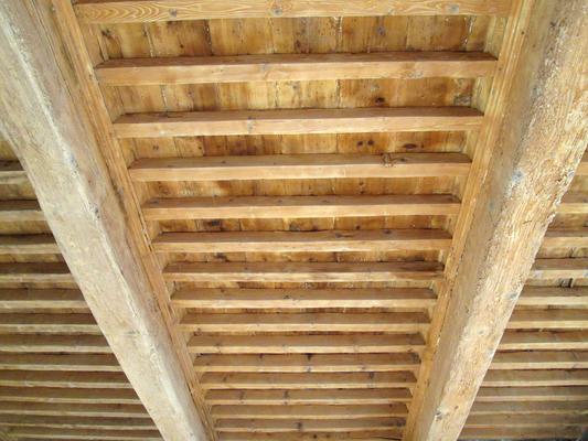 Elimination par sablage des couches de peinture sur un plancher à la française dans le Secteur Sauvegardé d'Uzès (30)
