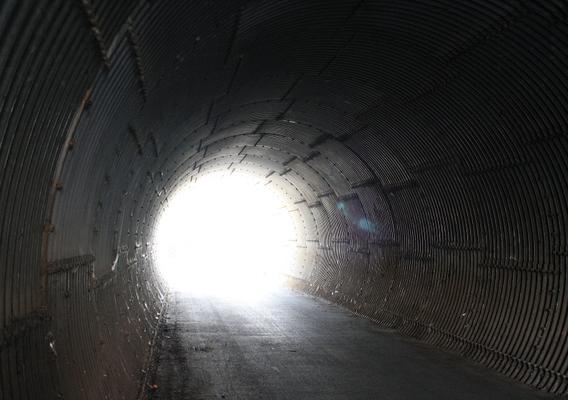 dans le tunnel des remblais ?...