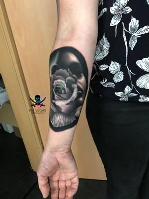 rose black and grey tattoo