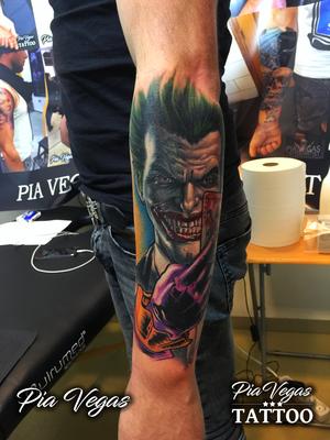 joker tattoo farbe