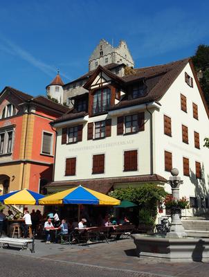 Meersburg ist auch für seinen Wein bekannt. Er kann natürlich in zahlreichen Weinstuben getrunken werden.