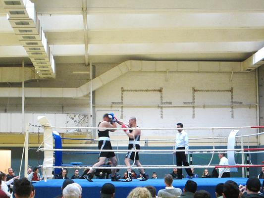Jure, in der blauen Ecke,  zeigte eine souveräne Leistung gegen einen erfahrenen Gegner im Sparringskampf.