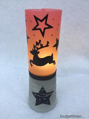 Bricolage enfant Noël, lanterne en béton et papier transparent, collage d'autocollants découpés avec la cameo / toutpetitrien.ch
