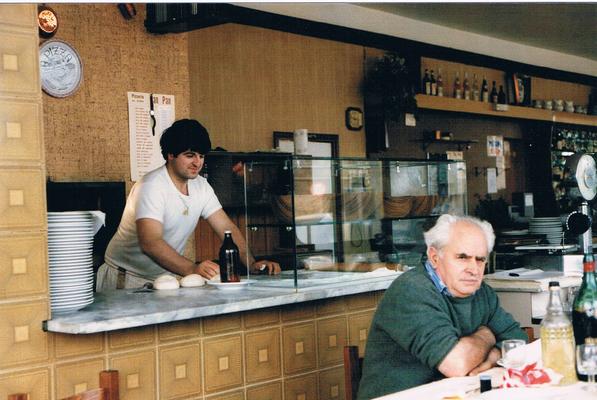 Uno scorcio del vecchio forno della pizzeria Pan Pan. In foto Biagio e Francesco.