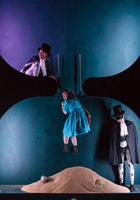 Alice im Wunderland (A. Schreier) - Theater Freiburg, Julienne Mbodjé