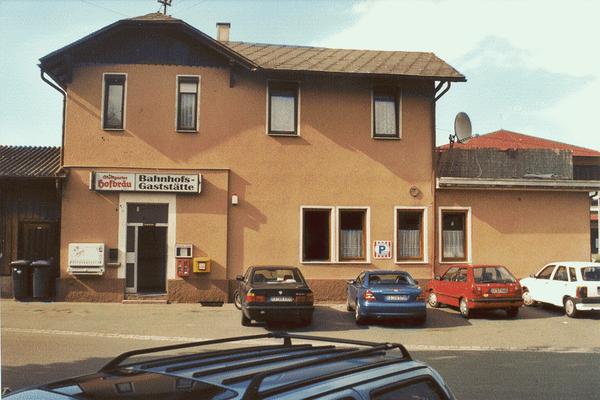 Bahnhof Frickenhausen, Straßenseite ...