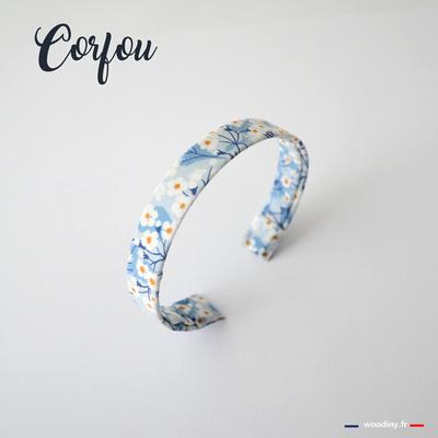 Bracelet fleuri bleu ciel
