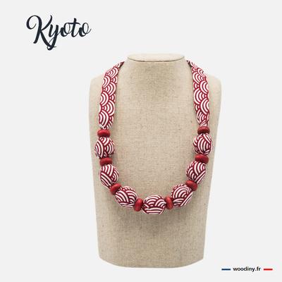 Collier rouge motif japonais
