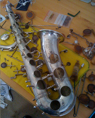 SAXO ALTO SELMER ARGENTE MARK VI EN COURS DE RESTAURATION