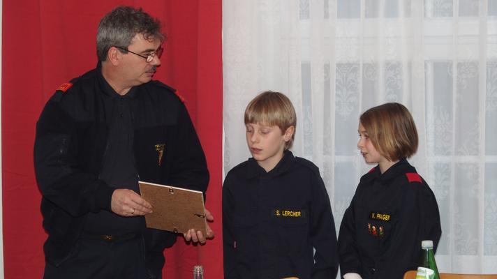 Kiara Prager u. Sebastian Lercher: Angelobung zur Feuerwehrjugend