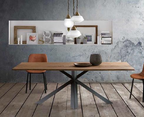 Tisch MONTANA (auf Anfrage)