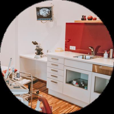frauenärztin dr. claudia pasterk | labortisch