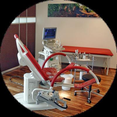 frauenärztin dr. claudia pasterk | gynäkologischer stuhl und ultraschall