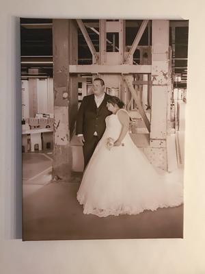 Bruidsfoto op canvas - Hangt in Tilburg