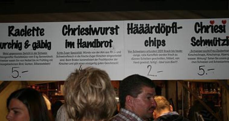 """Selbst das """"Schmützli"""" war dabei am Zuger Stand im tiefsten Bayern"""