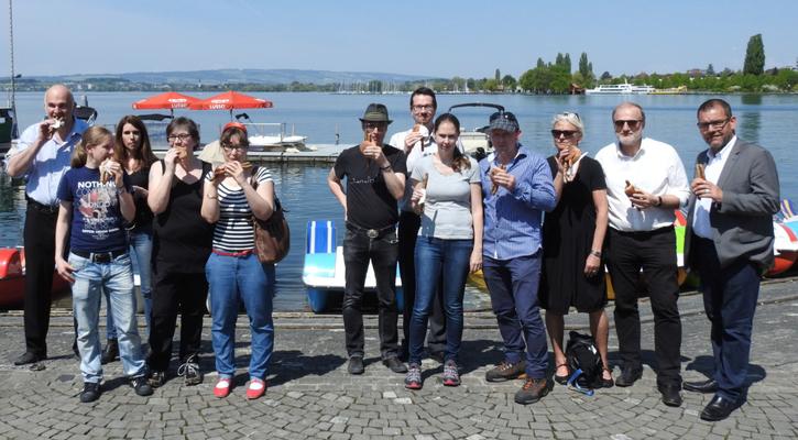 Verein Gluscht Schweiz und Genuss Film Festival. Inmitten Ehrengast Dolfi Müller, Zuger Stadtpräsident