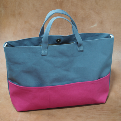 ピンクとグレーのバッグ