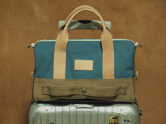 栃木レザーを使った旅行バッグ