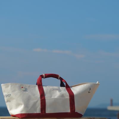 船のかたちのバッグ