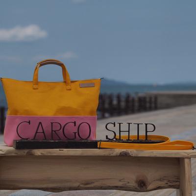 イエローとピンクのバッグ