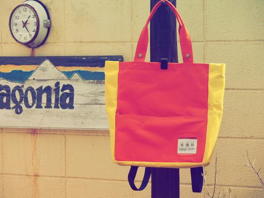 赤と黄色のバッグ
