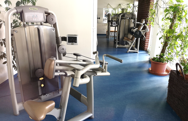 Modernes Fitness-Studio im Resort