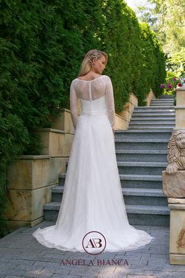 Brautkleid ganz aus Spitze mit langem Arm hinten