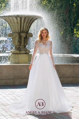 Brautkleid mit langen Ärmel aus Spitze und Softtüll vorne