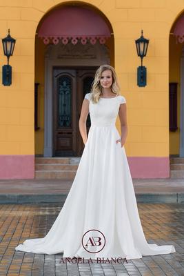 Brautkleid A-Linie aus Spitze und Satin mit Taschen vorne