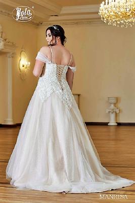 Brautkleid große Größen mit Carmen-Ausschnitt hinten