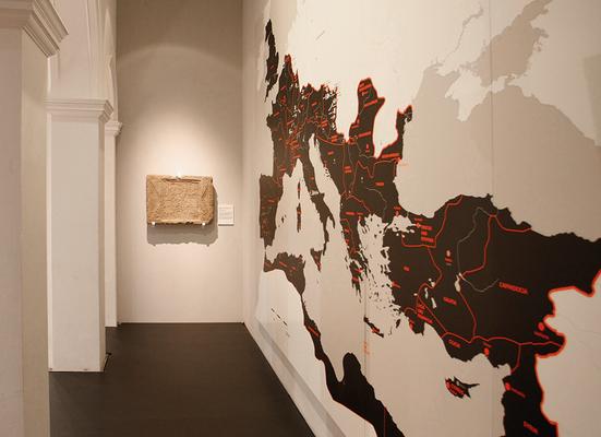 Der Digitaldruck des damaligen römischen Reiches ist direkt auf einer weiß lackierten MDF Platte aufgebracht. Die Abmessung der Karte ist 300 x 500 cm.