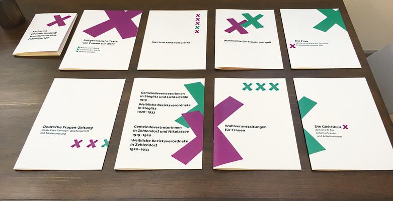 """Für die Ausstellung """"Kampf um Heut und Morgen"""" wurden 10 Broschüren (Unikate) mit Reproduktionen von Texten, Anzeigen und mit Buchauszügen gestaltet."""