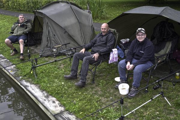 Na een nacht met veel regen (dag 2) gaat het team: Kim & Michel Geerlings en Theo Desnoo nog steeds vrolijk verder.