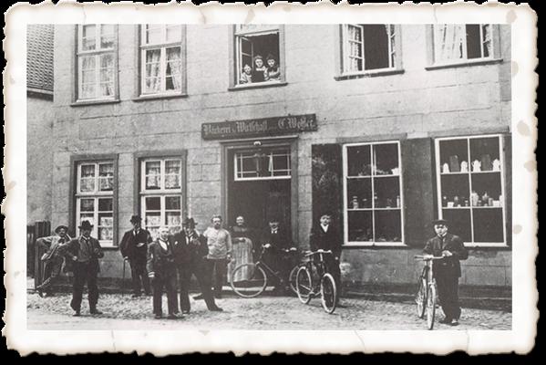Nach sonntäglichem Frühschoppen vor der Gastwirtschaft Kreutzkamp, Lange Straße