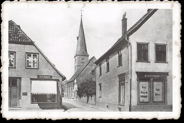 Einfahrt Kirchstraße, vor der Kirche der alten Lateinschule
