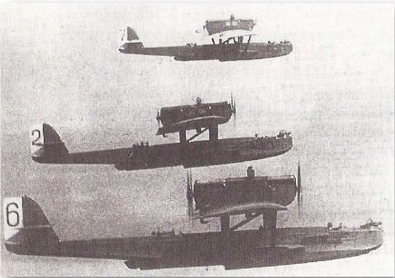 """1927: """"Wal"""" Flugboote der Baltischen Flotte im Formationsflug"""