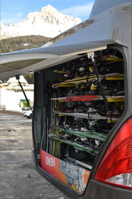 Im Skiurlaub verstauen wir Ihre Skier bequem im Skikoffer.